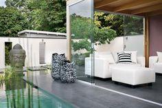 Outdoor Loungemöbel: Zweisitzer CARLO von FINK aus Sunbrella + Quick-Dry-Foam in anthrazit. http://www.deSaive-deSign.de/CARLO-Zweisitzer…