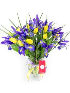 Florero con Iris y tulipanes - Florería Rosalinda