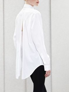 Perfect white shirt to wear with leggings. For tips on how to buy the perfect…