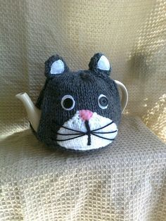 Hand Knitted Grey and White Cat Tea Cosy Knitted Tea Cosies, Knitted Cat, Knit Or Crochet, Crochet Crafts, Loom Knitting, Knitting Patterns, Knitting Projects, Crochet Projects, Tea Cosy Pattern