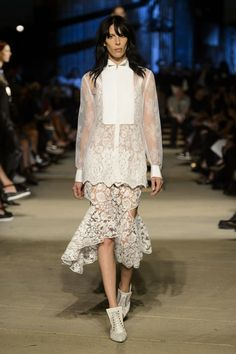 Givenchy Spring 2016 Ready-to-Wear Collection - ELLE.com