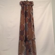 Belle du Jour Strapless Dress - Size Medium Very bohemian dress. Long and flowing, lined with sash that ties in back. Like new condition. This maxi/strapless dress is simply hip & cool! ✌️✌️✌️ Belle Du Jour Dresses Strapless