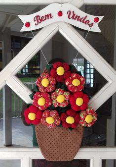Enfeite Porta Vaso Flores Patchwork feitas especialmente para você. Mais de 126 Enfeite Porta Vaso Flores Patchwork: pano de prato e porta pano de prato, capa para botijao de gas pinguim, chaveiro flor tecido, flor para porta, colcha de 5400 fuxicos feitos a mao