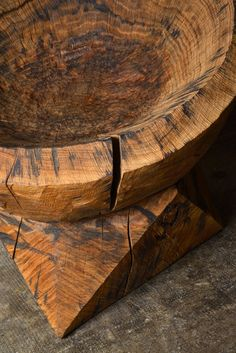 SEAT #28 DENIS MILOVANOV 2014 - Solid oak wood, linseed oil finish L.77 x D. 68 x H.74 cm Limited Edition of 12