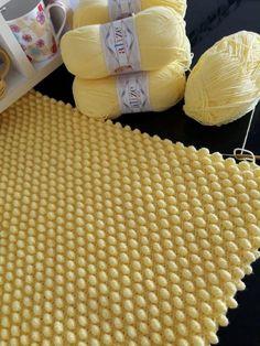 Pompon Baby Blanket Making – Knitting And We Crochet Bedspread, Crochet Blanket Patterns, Baby Knitting Patterns, Baby Blanket Crochet, Knitting Designs, Crochet Designs, Crochet Stitches, Crochet Bunny, Diy Crochet