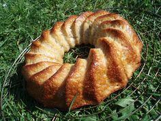 Pâte à gâteau universelle... on y met après ce qu'on veut dedans . Pour ma part, moins d'huile mais de la crème fraiche et poudre d'amande à la place d'un peu de farine..... un gâteau archi facile et délicieux avec des pommes, des poires et des fruits secs, :)