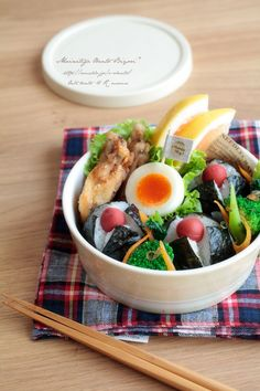 Grilled Chicken Wings, plum rice ball, broccoli and carrots, boiled eggs and grapefruit.
