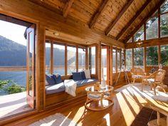sunshine-coast-cabin-4 A cabin overlooked the Horsehoe Bay in Sunshine Coast, British Columbia, Canada.