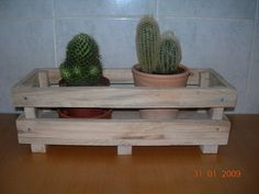http://manualidades.facilisimo.com/foros/mas-manualidades/mis-trabajos-con-madera-de-palet_394702.html
