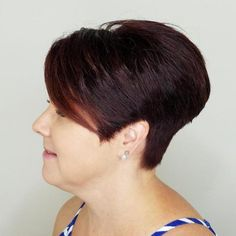 Find out why it's the most popular choice of bob this season. Take a look at these pictures of layered bob with bangs! Bob Hairstyles With Bangs, Bob Hairstyles For Thick, Short Hair With Bangs, Short Hair Cuts, Short Hair Styles, Bob Haircuts, Newest Hairstyles, Short Stacked Bobs, Super Short Bobs