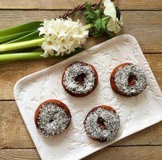 Csokis-kókuszos gluténmentes fánkok Zelleitündi módra – Zellei Tündi lisztkeverékek Doughnut, Desserts, Tailgate Desserts, Deserts, Postres, Dessert, Plated Desserts