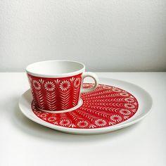"""Vintage Arabia Finland ceramic coffee cup set named """"Riikinkukko"""", designed by Raija Uosikkinen / Kaj Franck, 1960s, Made in Finland"""