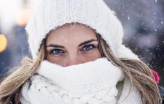 10 Winter Beauty Mistakes That Are Sneakily Sabotaging Your Skin : Time to turn that winter gloom into a winter glow. Dry Eye Remedies, Elizabeth Arden, Winter Beauty Tips, Vaseline Beauty Tips, Diy Beauté, Clinique Moisturizer, Lip Hydration, Matte Lip Color, Beauty Skin