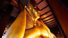 Wat Pho (Buda Reclinado) - Tailândia. A estátua do Buda Reclinado, localizado no complexo de templos Wat Pho, em Bangkok, na Tailândia, foi construída em 1832. Representa o atingir do Nirvana pelo Buddha e é uma das maiores estátuas do estilo na Tailândia, atingindo um comprimento de 46mt e uma altura de 15m. É um dos locais mais visitados da capital tailandesa.