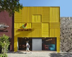 Architect and interior designer David Guerra has recently completed Marília Fit, a modern restaurant in Belo Horizonte, Brazil, that features a bright facade made from yellow aluminum. Modern Restaurant, Restaurant Interior Design, Commercial Interior Design, Commercial Interiors, Modern Interior Design, Restaurant Restaurant, Healthy Restaurant Design, Yellow Restaurant, Coastal Interior