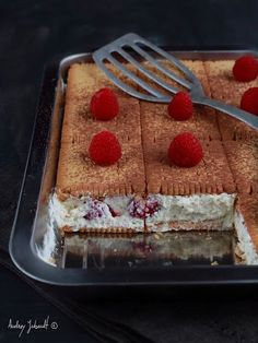Gâteau de petits beurre aux framboises – The Best Arabic sweets and desserts recipes,tips and images Desserts With Biscuits, Köstliche Desserts, Delicious Desserts, Yummy Food, Health Desserts, Raw Food Recipes, Cake Recipes, Dessert Recipes, Cooking Recipes