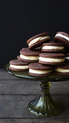 The best part about homemade Oreos is deciding what to stuff them with. Köstliche Desserts, Chocolate Desserts, Delicious Desserts, Dessert Recipes, Yummy Food, Dessert Food, Oreo Cookie Recipes, Oreo Cookies, Tahini