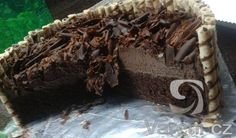 Recept na luxusní čokoládový dort, který byl mnoha pokusy přiveden k dokonalosti.