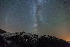 Milchstrasse mit Sternschnuppe / Sterne / Der Himmel / Galerie | Nies.ch Northern Lights, Sky, Mountains, Nature, Travel, Pictures, Shooting Stars, Heavens, Stars