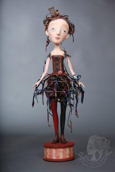 paper mache doll by Yulia Litvinova - she's sweet :)