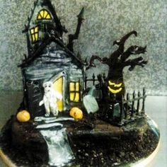 Haunted House for Halloween! Halloween cake.