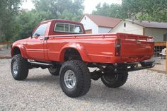 1981 Toyota Hilux Long Bed Restored Lifted Power Steering / Brakes for sale: photos, technical specifications, description Small Trucks, Mini Trucks, Cool Trucks, Cool Cars, Toyota Pickup 4x4, Toyota Trucks, Lifted Trucks, Hilux Mods, Antique Trucks