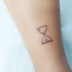 Decidiu fazer a prim Time Tattoos, Body Art Tattoos, Hand Tattoos, Sleeve Tattoos, Tatoos, Tattoo Test, Drum Tattoo, Simple Tattoos For Guys, Tattoos For Women