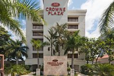 A short drive from El Salvador International Airport, the beautiful accommodations at the Crowne Plaza San Salvador Hotel offer a fantastic view of San Salvador volcano.