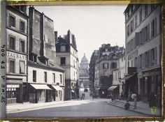 Haut-Pavé of the street at the intersection of streets Bûcherie right, Great-degrees left and Frederic Sauton opposite direction of the Pantheon by Leon Auguste © Albert Kahn Museum - Department of Hauts-de-Seine