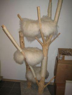 Katze: Kratzartikel - Kratzbaum Groß Echtholz - ein Designerstück von Karaweiss bei DaWanda