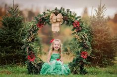 Wood holder or tubing Family Christmas Pictures, Christmas Tree Farm, Christmas Minis, Outdoor Christmas, Christmas Photos, Family Pictures, Photography Mini Sessions, Christmas Photography, Photography Kids