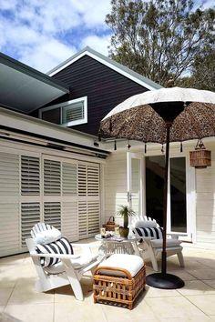 Hauska idea? Musta talo mutta terassin kohdalta valkoinen? (Keltainen talo rannalla)
