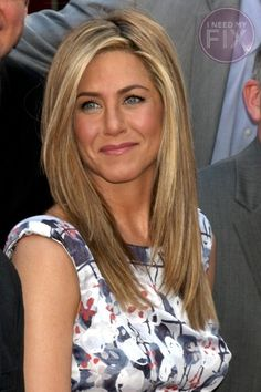 jennifer aniston will ALWAYS be one of my hair idols. jennifer aniston will ALWAYS be one of my hair Jennifer Aniston Style, Peinados Jennifer Aniston, Jenifer Aniston, Celebrity Haircuts, Blonde Highlights, Honey Highlights, Color Highlights, Great Hair, Amazing Hair
