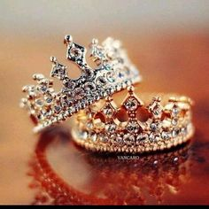 Anillos de compromiso en forma de corona