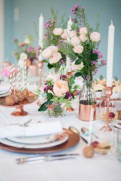 Hochzeit, Inspiration am Schloss von Hammerstein, von Lichterstaub-Fotografie. In Zusammenarbeit mit @Sonja Klein Hochzeitsfloristik, @Frieda Therés, @mundus Hannover, @ESHATKLICKGEMACHT (Diy Wedding Bouquet)