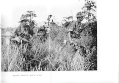 """French paratroopers from II/1° RCP leaded by very experimented """"commandant"""" Bréchignac in october 1953, operation """"Mouette""""."""