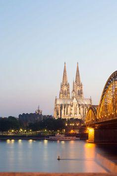 Köln Sehenswürdigkeiten - Top10 Reisetipps - Kölner Dom, Römisches Museum, Karneval, Deutzer Brücke, Lanxess Arena, Rhein