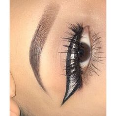 Products used @benefitcosmetics Ka Brow in 5 || @kokolashes Demi G || @elfcosmetics Gel eyeliner || @nyxcosmetics pigment in Vegas Baby #benefitcosmeticsbrows#benefitcosmetics#nyx#eyeliner#glitterliner#eotd#makeup#wakeupandmakeup#undiscoveredmua