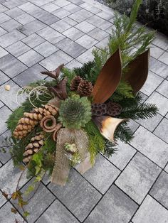 Natur fürs Grab You are in the right place about funeral architecture Here we offer you the most beautiful pictures about the what to wear to a funeral you are looking for. When you examine the Natur Christmas Flower Decorations, Christmas Flower Arrangements, Funeral Flower Arrangements, Ikebana Arrangements, Christmas Flowers, Beautiful Flower Arrangements, Funeral Flowers, Floral Arrangements, Beautiful Flowers