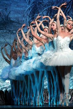 Ballet. Swan Lake. En pointe. Beautiful.