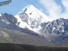 Bom, se você subiu ou vai subir o Monte Chacaltaya e ainda quer uma experiência mais na neve durante sua viagem para a Bolívia, que tenha um pouco de atividade física e mais adrenalina, recomendo fazer o curso de escalada em gelo de um dia, que é a técnica básica de alpinismo, na montanha que chama Huayna Potosi.