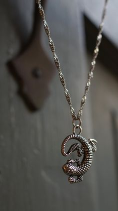 ○ Vintage inspired exotic lizard charm necklace. Beautifully hangs on a twisted silver chain.