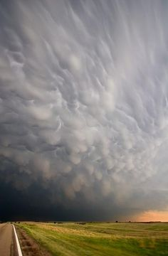 Mammatus clouds are soft, pouchy formations and do not necessarily mean a tornado. All Nature, Science And Nature, Amazing Nature, Beautiful Sky, Beautiful World, Beautiful Places, Beautiful Scenery, Weather Cloud, Wild Weather