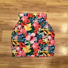 VS PINK floral skirt Tight fit. Never worn. No imperfections :) PINK Victoria's Secret Skirts