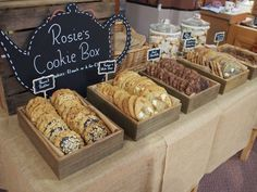baked goods booth ideas for farmers market Buffet Dessert, Dessert Bars, Cookie Buffet, Dessert Tables, Boutique Patisserie, Farmers Market Display, Market Stall Display, Display Boxes, Cookie Display