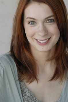 About Felicia Day: Actress, New Media Geek, Gamer, Misanthrope. Voracious reader of Fantasy and Sci-Fi.Felicia is the creator of The Guild and former C. Felicia Day, Olivia De Havilland, Beautiful People, Beautiful Women, Pretty People, Amazing People, Beautiful Eyes, Amazing Women, Gorgeous Redhead