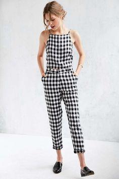 """Pra não ter erro, o look """"all vichy"""" – no clássico P&B – é curinga no closet fashionista!"""