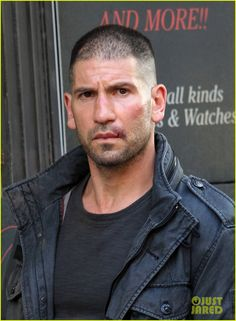 Jon Bernthal Pictured as The Punisher on 'Daredevil' Set!