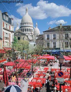Place du Tertre with the Sacre Coeur, Montmartre, Paris, France.