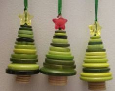 Button Christmas tree ornament- green with red or yellow star